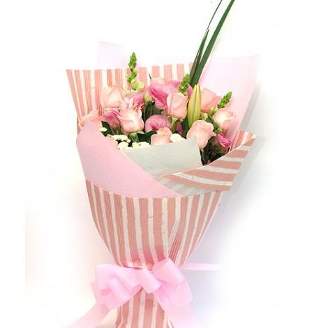 條紋緞帶 玫瑰 桔梗 百合花束