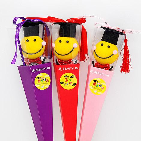 畢業禮物送什麼 畢業微笑娃娃三角花盒