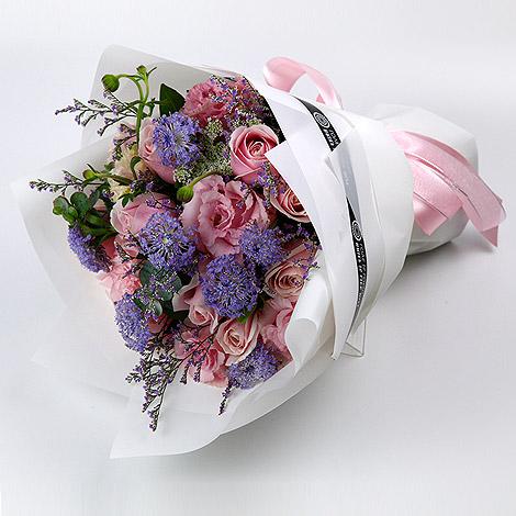 白色情人節禮物推薦 驚喜連連粉玫瑰花束