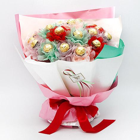 情人節心花朵朵開 金莎巧克力花束